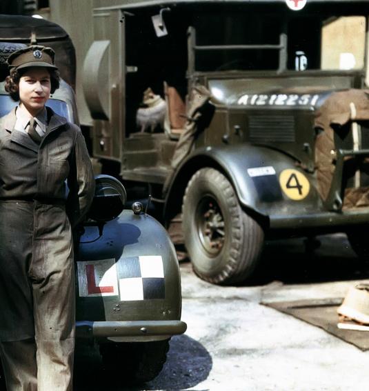 Королева Великобритании - Елизавета служила в армии